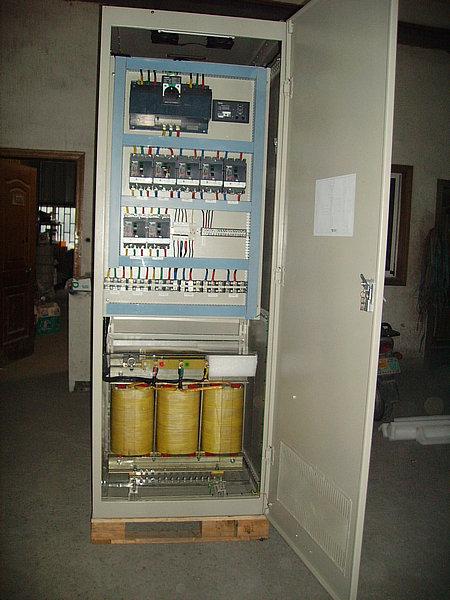 性配电柜(有些还包含ups主机,电池等),一次性解决小型机房配电问题,它