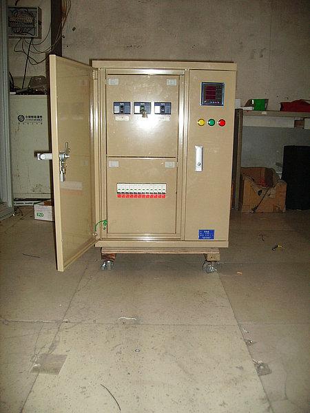 故障或不正常运行时借助保护电器切断电路或报警.