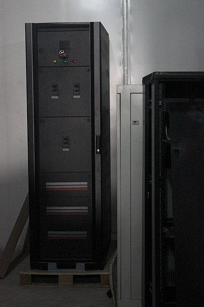 ups电源防雷,ups手动旁路,输入检测仪表,分输出指示等可以根据用户